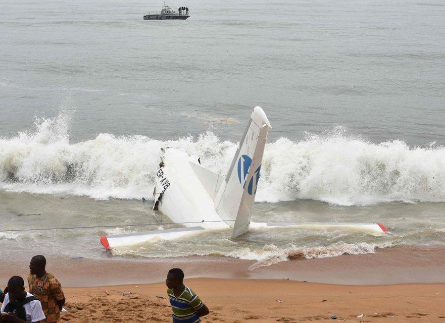 У Африки в море упал самолет