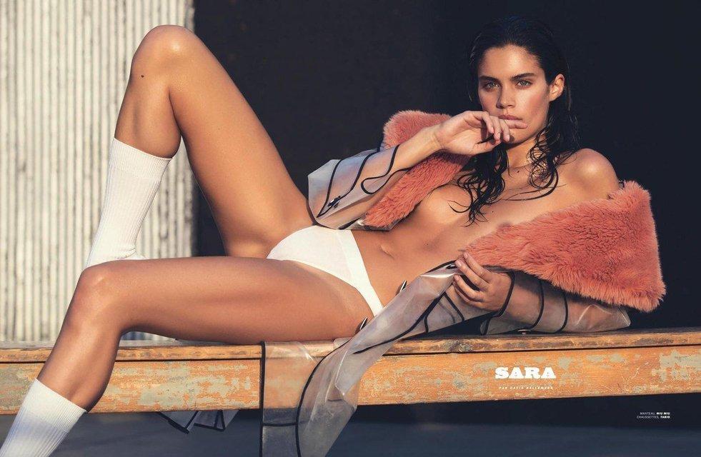 Сара Сампайо снялась в откровенной фотосессии топлес - фото 80798