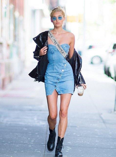 Эльза Хоск в обтягивающем мини без белья прогулялась Нью-Йорком - фото 84269