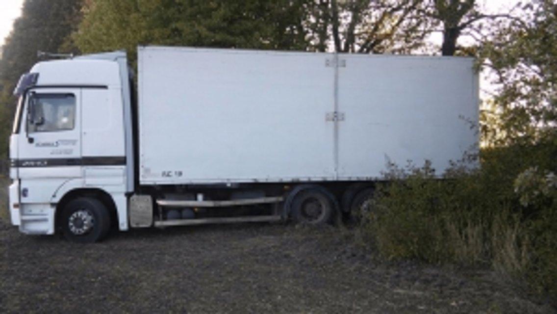 Правоохранители ищут владельца грузовика с 13,5 т контрабандного спирта - фото 77788
