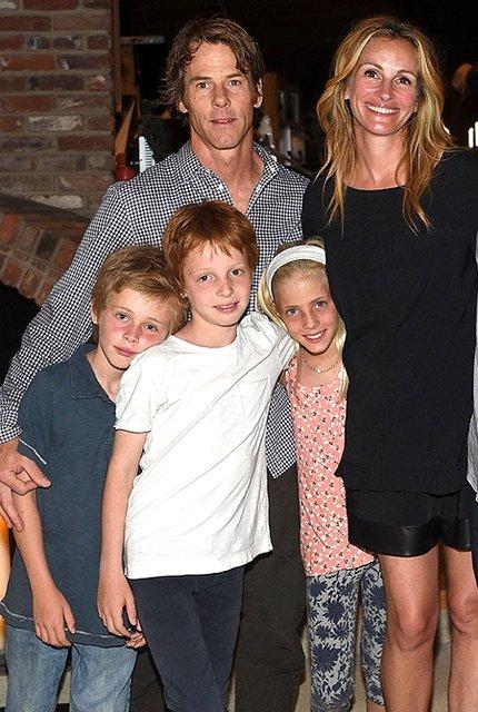 Джулия Робертс с мужем и детьми - фото 85626