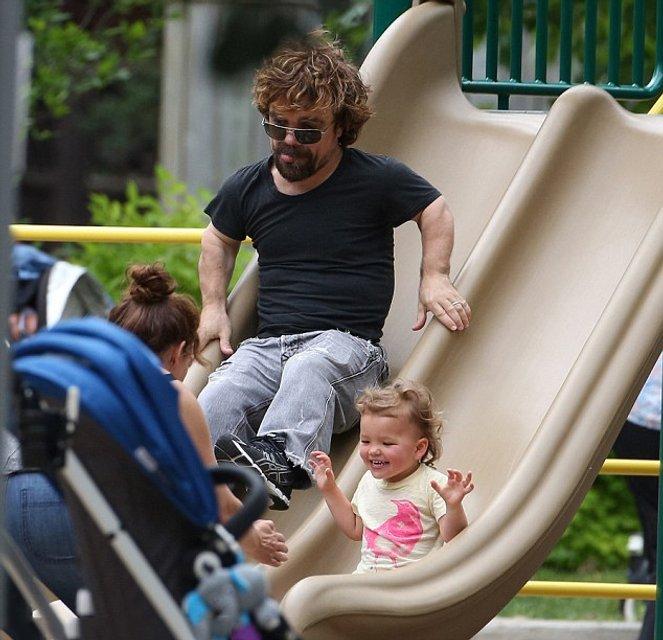Питер Динклейдж очень много времени проводит с дочерью - фото 83491