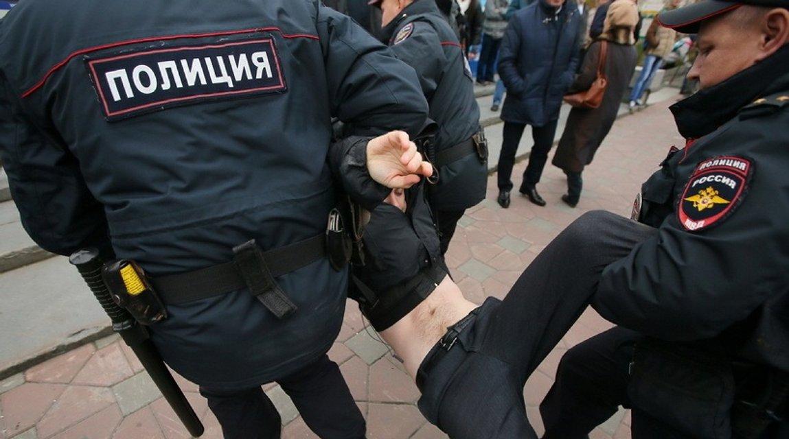 Участники акций в России требуют освободить оппозиционера из под ареста и допустить на выборы Путина - фото 79660