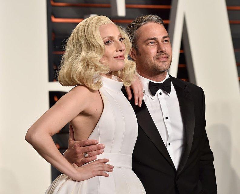 Леди Гага с Тейлором Кинни - фото 79951