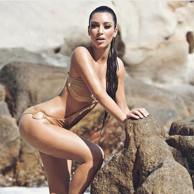 Ким Кардашян отметила День рождения интимным снимком - фото 84307