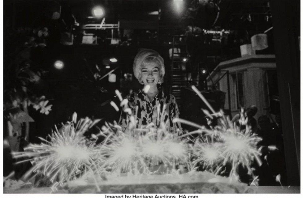 Откровенные фото Мэрилин Монро продадут на аукционе за $35 тысяч - фото 79416