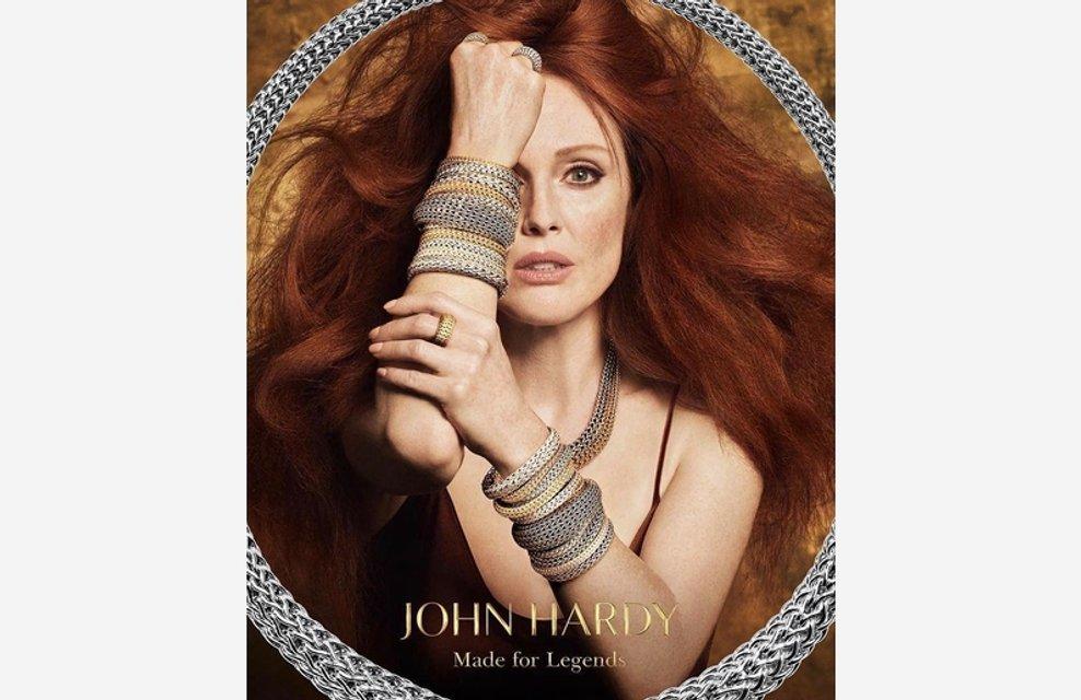 Джулианна Мур снялась топлес в рекламе ювелирных изделий - фото 82869