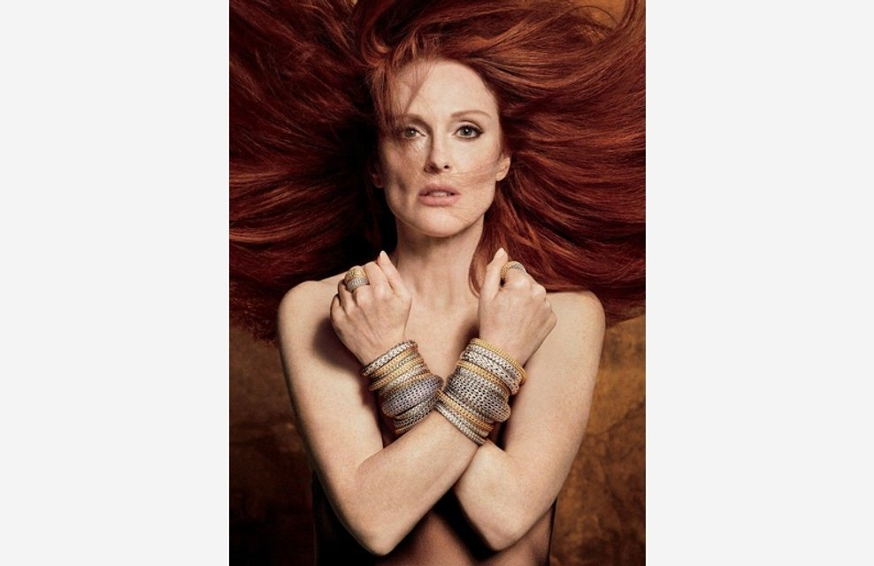 Джулианна Мур снялась топлес в рекламе ювелирных изделий - фото 82871