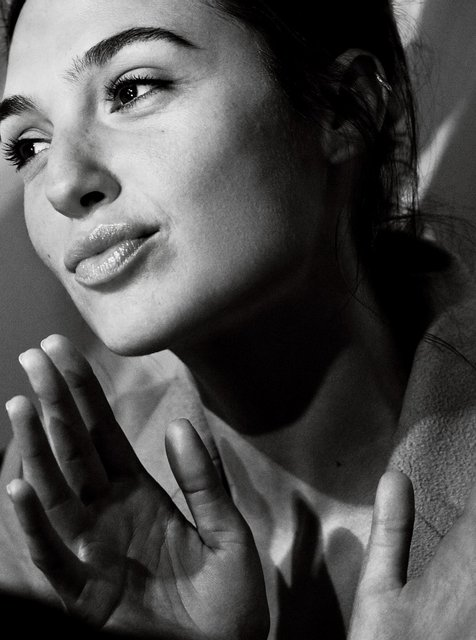 Галь Гадот снялась в пикантной фотосессии для мужского журнала - фото 92501