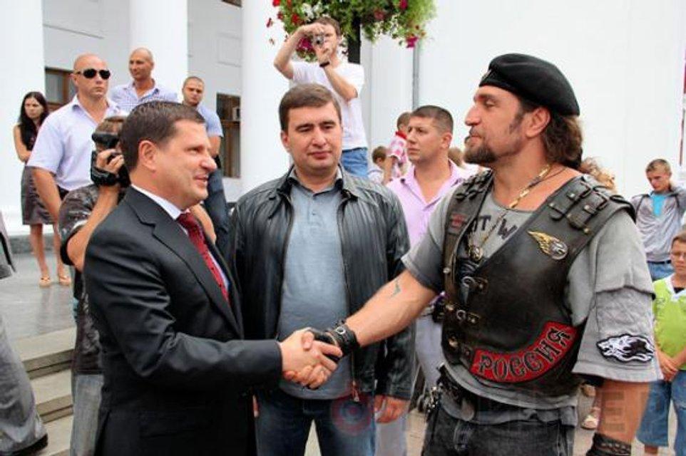 Комбо жести: Костусев, Марков и путинский байкерс Залдостанов - фото 91449