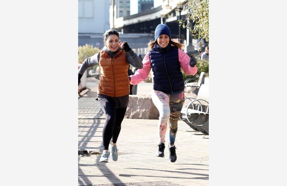 Дженнифер Лопес и Ванесса Хадженс устроили пробежку на набережной Нью-Йорка - фото 93313