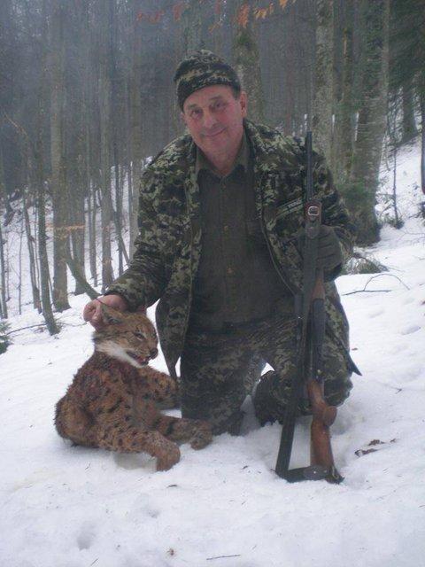 Лесничий госпредприятия вместе с сыном устроил охоту на краснокнижных животных - фото 90048