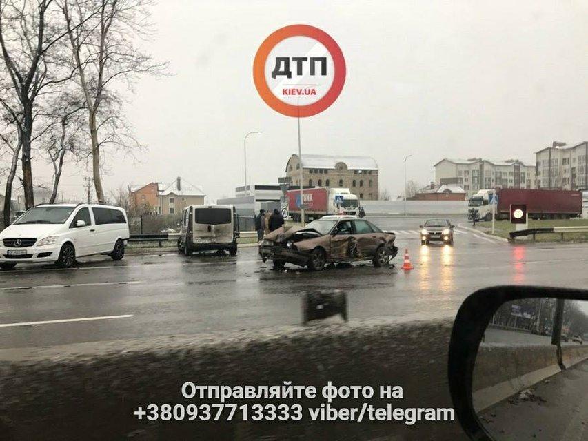 В Киеве из-за сильного гололеда образовались пробки - фото 93584