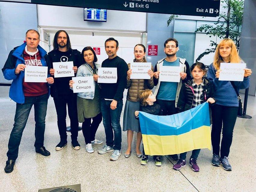 Вакарчук устроил акцию в поддержку украинских политзаключенных - фото 93006