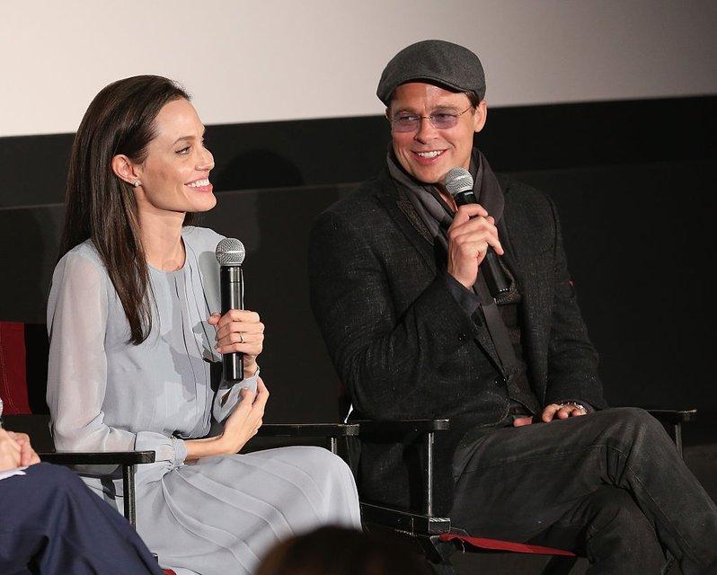 Анджелина Джоли хочет помириться с Брэдом Питтом - фото 93856