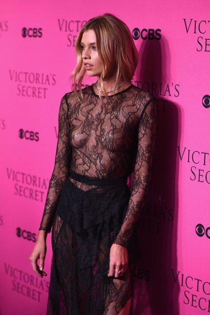 Стелла Максвелл публично засветила грудь в прозрачном платье - фото 93662