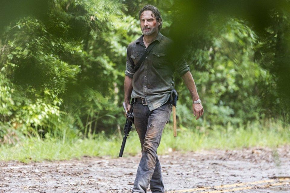 Ходячие мертвецы 8 сезон 6 серия: Рик подвергает себя опасности на переговорах - фото 93024