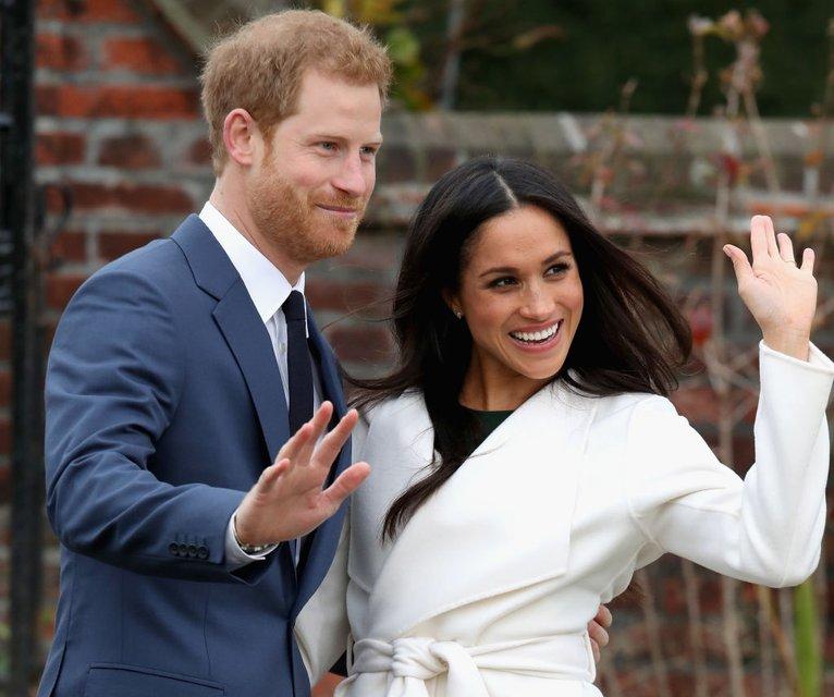 Меган Маркл похвасталась кольцом от принца Гарри - фото 93126
