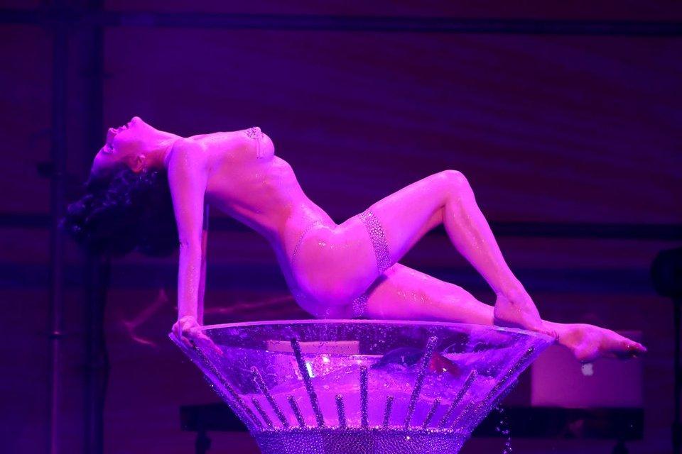 Дита фон Тиз начала карьеру певицы и выпустила дебютную песню Rendez-vous - фото 93873