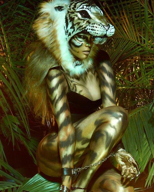Тайра Бэнкс в откровенном образе снялась для обложки глянца - фото 93902