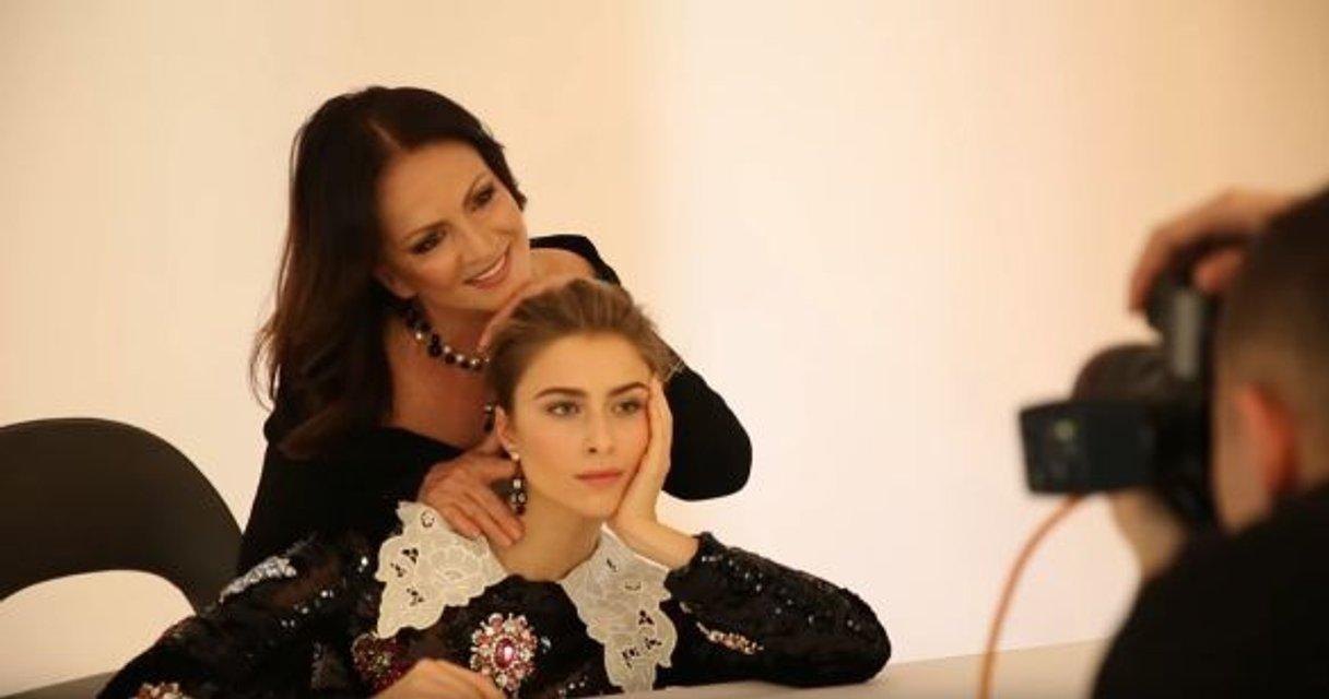 Появилось видео, как снимали обложку ELLE с Софией Ротару и ее семьей - фото 93444