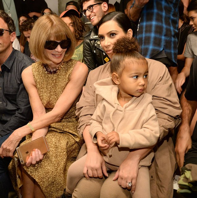 Так похожи: Ким Кардашьян в детстве и ее дочь удивили сходством - фото 93681