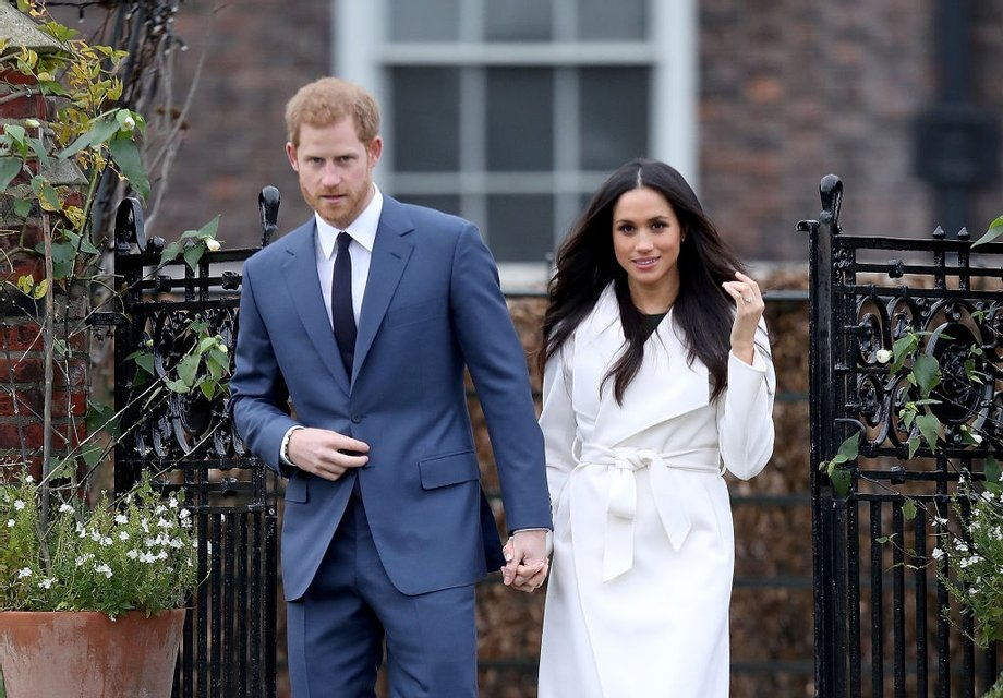 Меган Маркл похвасталась кольцом от принца Гарри - фото 93128