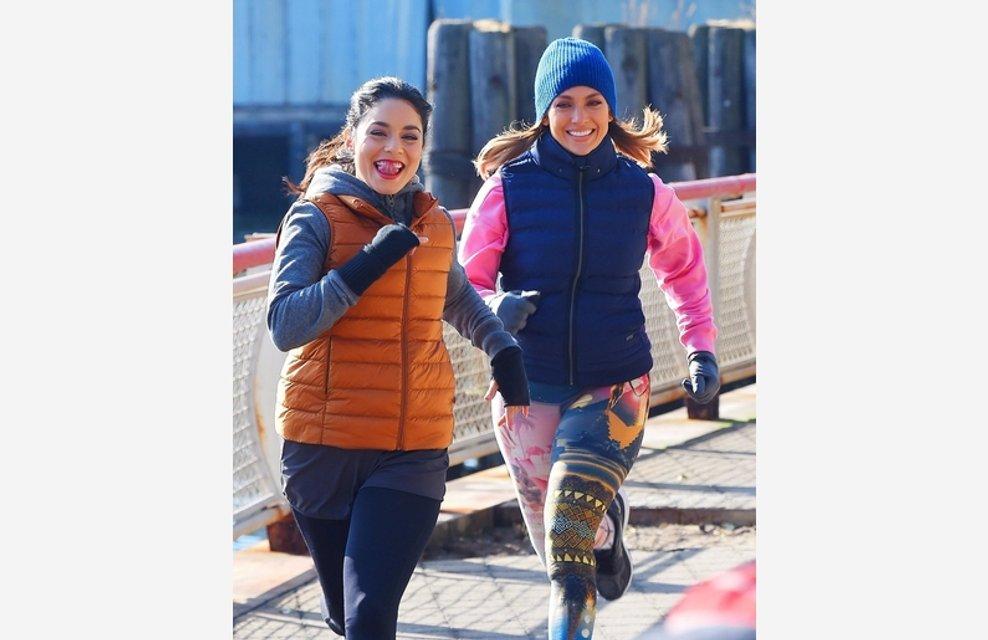 Дженнифер Лопес и Ванесса Хадженс устроили пробежку на набережной Нью-Йорка - фото 93316