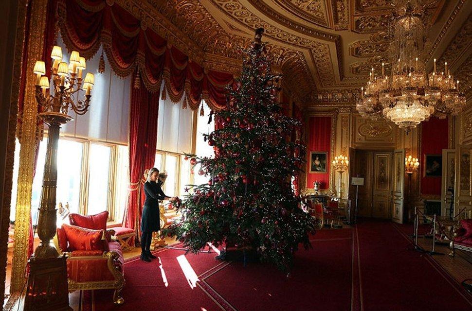 К Рождеству готовы: королевская семья украсила Виндзорский замок - фото 92766