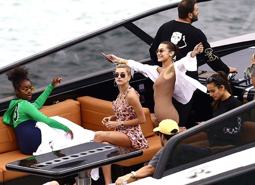 Белла Хадид отрывается в компании подруг и Дэвида Грутмана в Майами (фото) - фото 93424