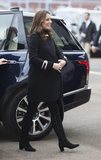 Заметен животик: Беременная Кейт Миддлтон все чаще стала появляться на публике - фото 92811