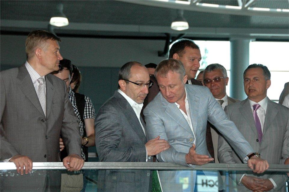 Суркіс вирішує питання напередодні Євро-2012 - фото 90967