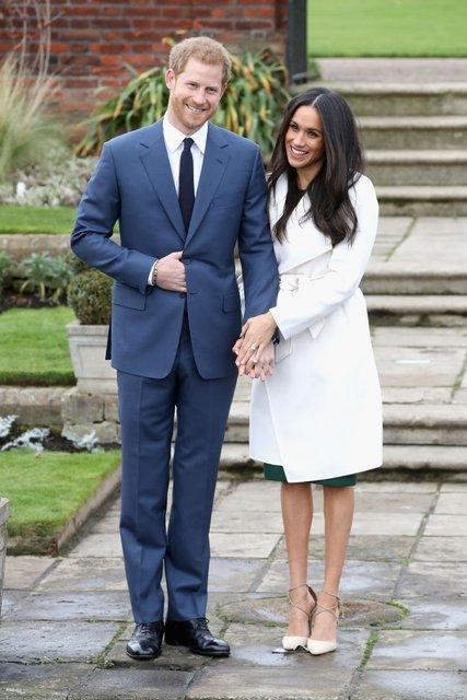 Меган Маркл похвасталась кольцом от принца Гарри - фото 93132
