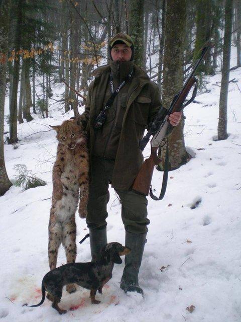 Лесничий госпредприятия вместе с сыном устроил охоту на краснокнижных животных - фото 90049