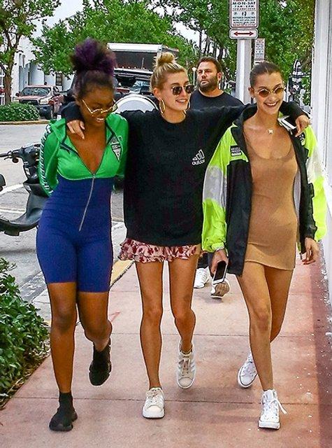 Белла Хадид отрывается в компании подруг и Дэвида Грутмана в Майами (фото) - фото 93421