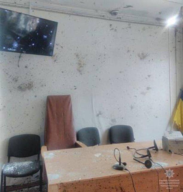 В суде Никополя взорвали гранату, есть жертвы - фото 93914