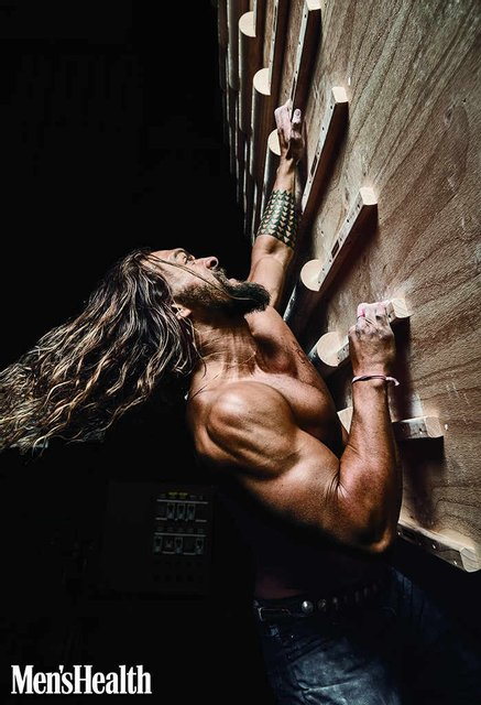 Джейсон Момоа из Игры престолов поиграл мускулами на обложке глянца (фото) - фото 91748