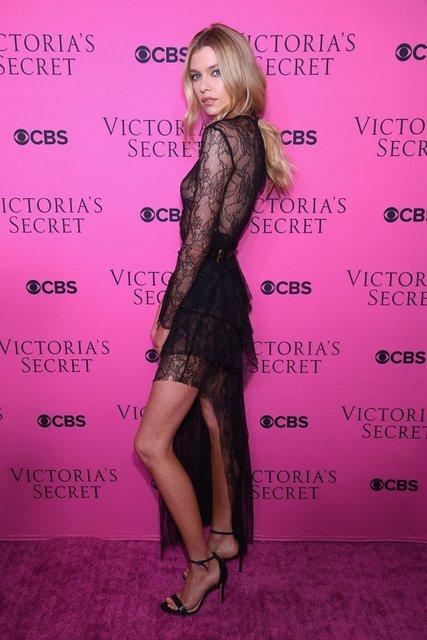 Стелла Максвелл публично засветила грудь в прозрачном платье - фото 93663