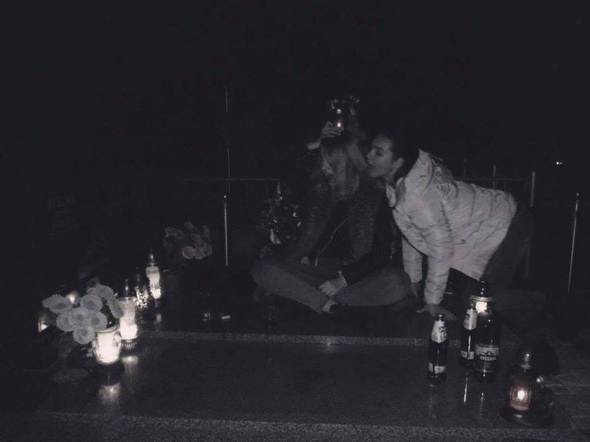 В Новояворовске девушку устроили 'вечеринку на кладбище - фото 89622