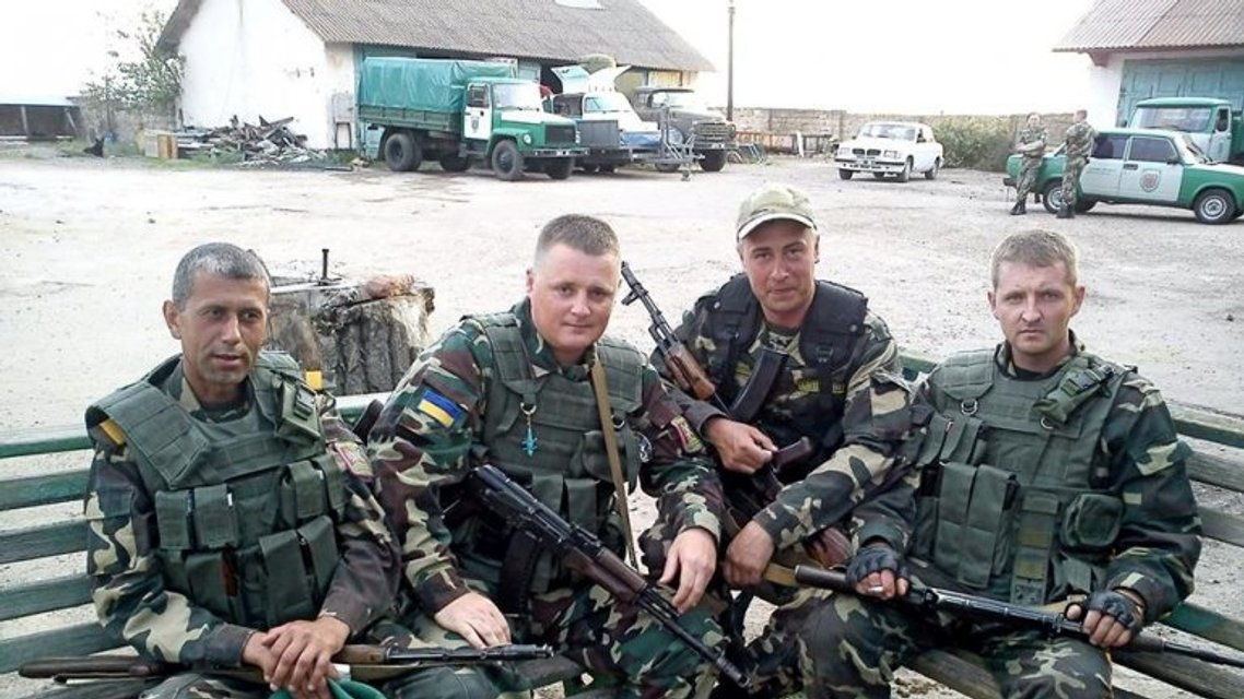 Сергій Колмогорова (справа) с побратимами - фото 87213