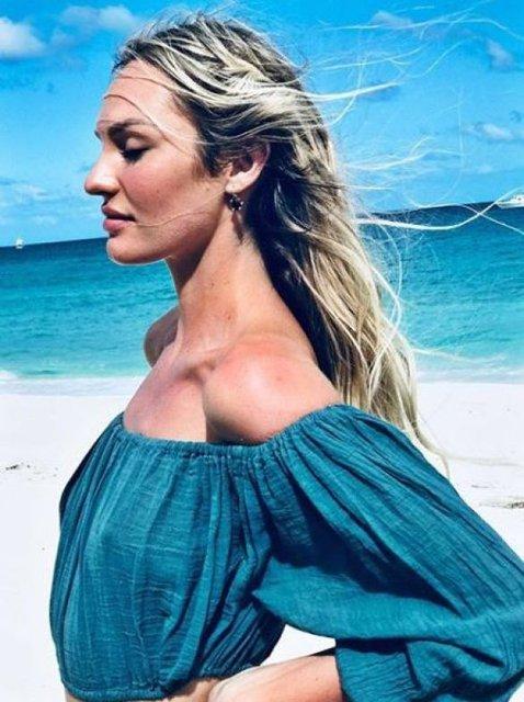 Кэндис Свейнпол взбудоражила откровенными пляжными снимками (фото) - фото 94810