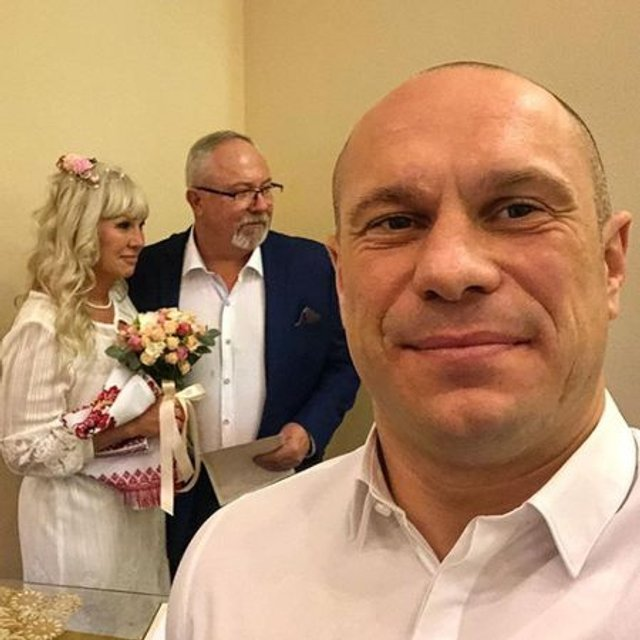 Илья Кива выдал замуж свою мать - фото 100080