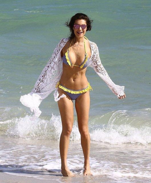 Танцующий миллионер Джанлука Вакки попался на пляже с новой красоткой - фото 95088