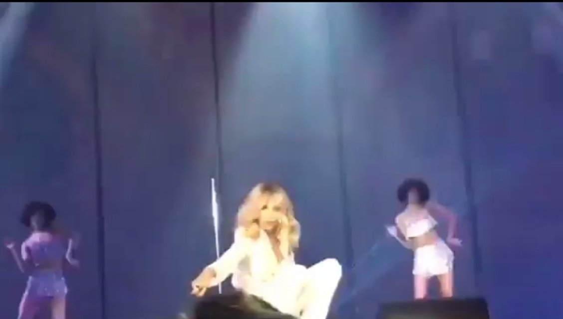 Лобода уронила микрофон на зрителей - фото 95494