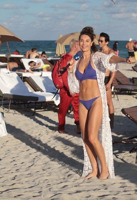 Танцующий миллионер Джанлука Вакки попался на пляже с новой красоткой - фото 95079