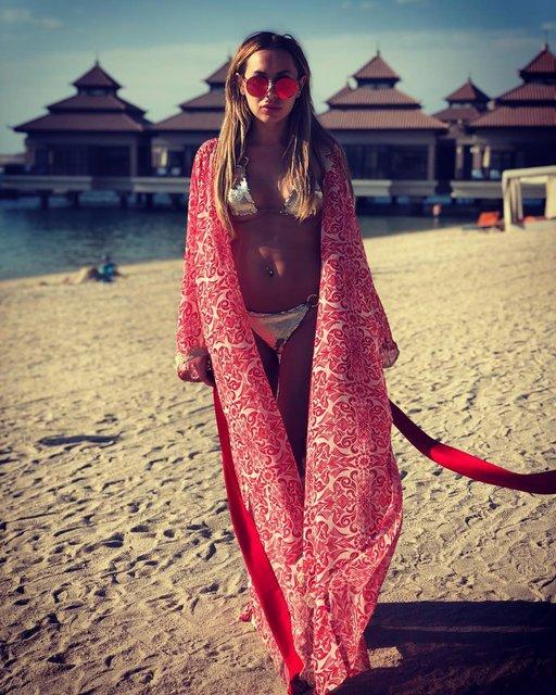 Жена футболиста Динамо сделала селфи без белья - фото 97762