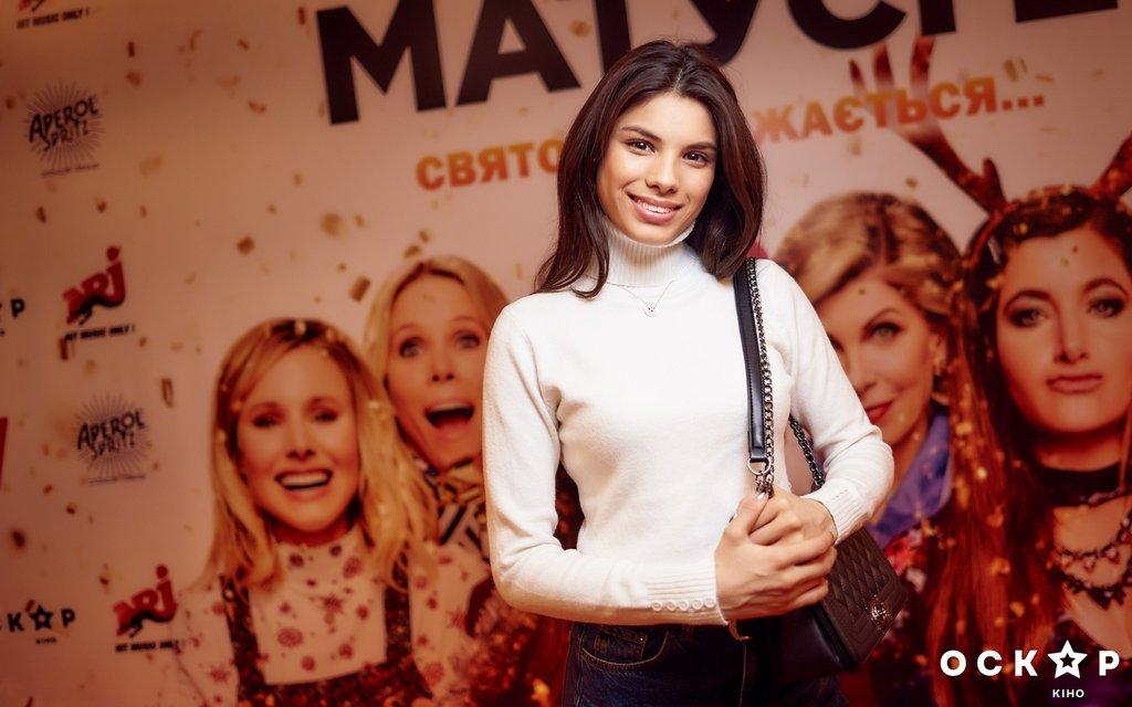 Посмеялись: В Киеве состоялся допремьерный показ фильма 'Очень плохие мамочки 2' - фото 98022
