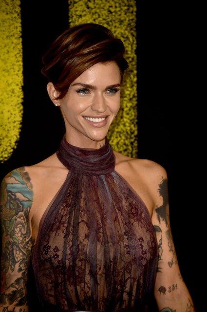 Идеальный голос-3: популярная ведущая пришла на премьеру в прозрачном платье - фото 96793