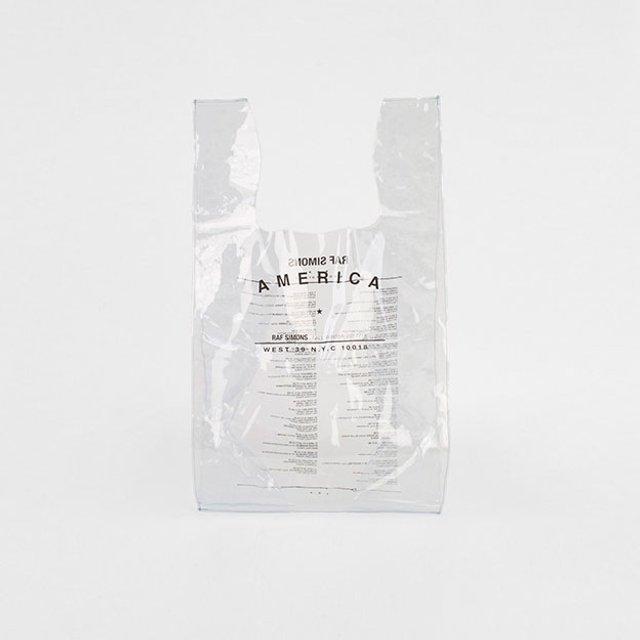 Самый дорогой пакет в истории: сколько стоит аксессуар от дизайнера Рафа Симонса - фото 96201