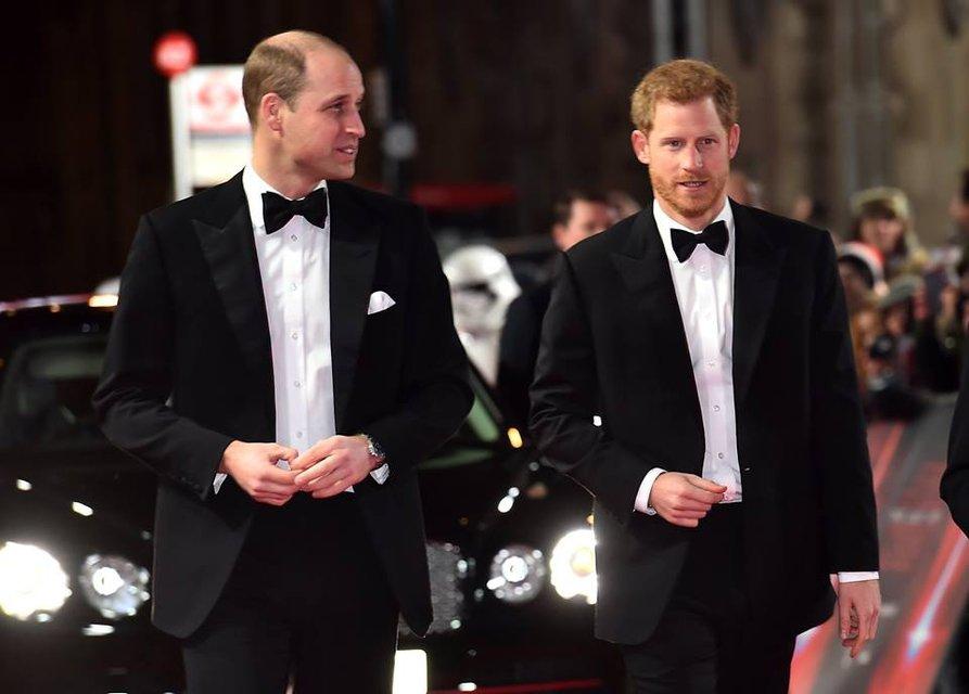 Принцы Уильям и Гарри без вторых половинок посетили премьеру новых Звездных войн - фото 96874